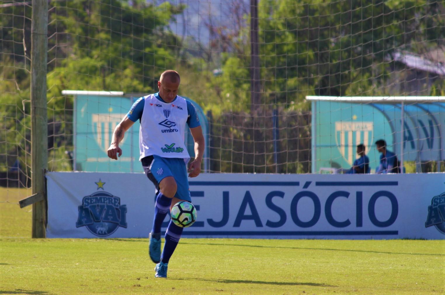 Avaí: Alemão retorna aos treinos e Juan é dúvida para enfrentar a Ponte Preta