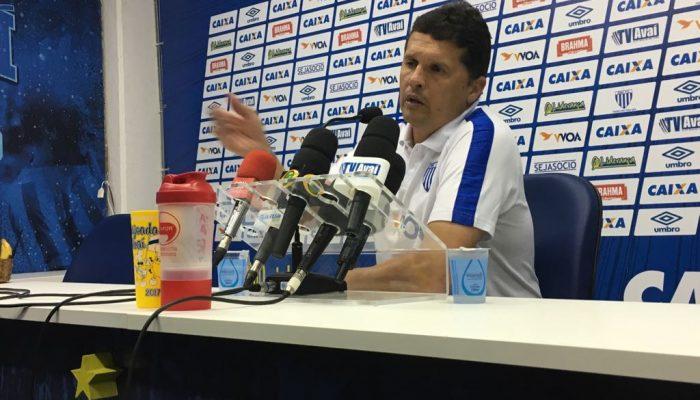 Avaí inicia semana com foco no Grêmio