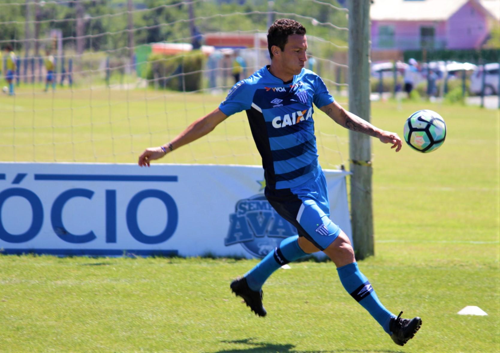 Avaí mira três pontos no Paraná e conta com a força do elenco