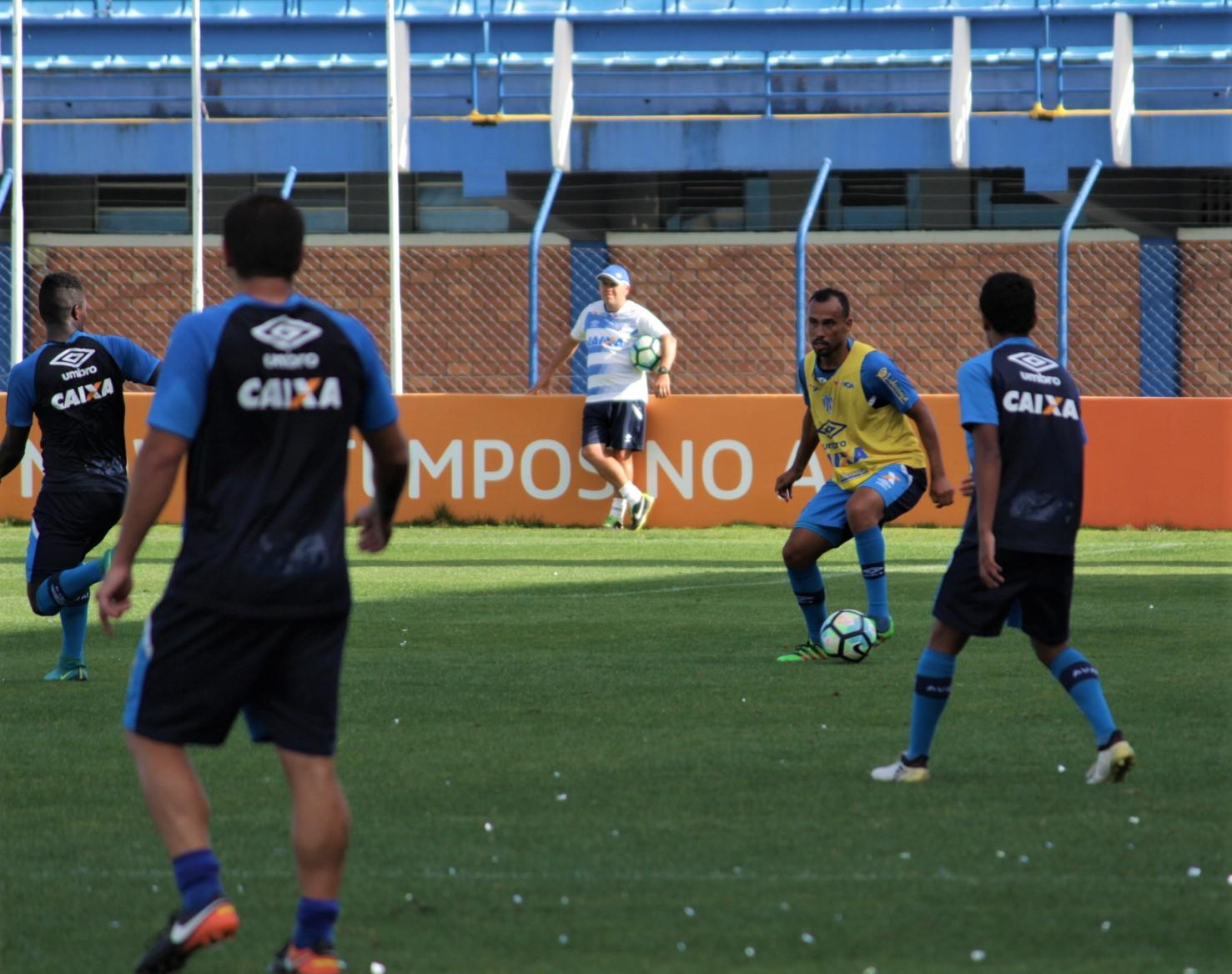 Avaí: Com Leandro Silva suspenso, Claudinei Oliveira tem opções para a lateral-direita