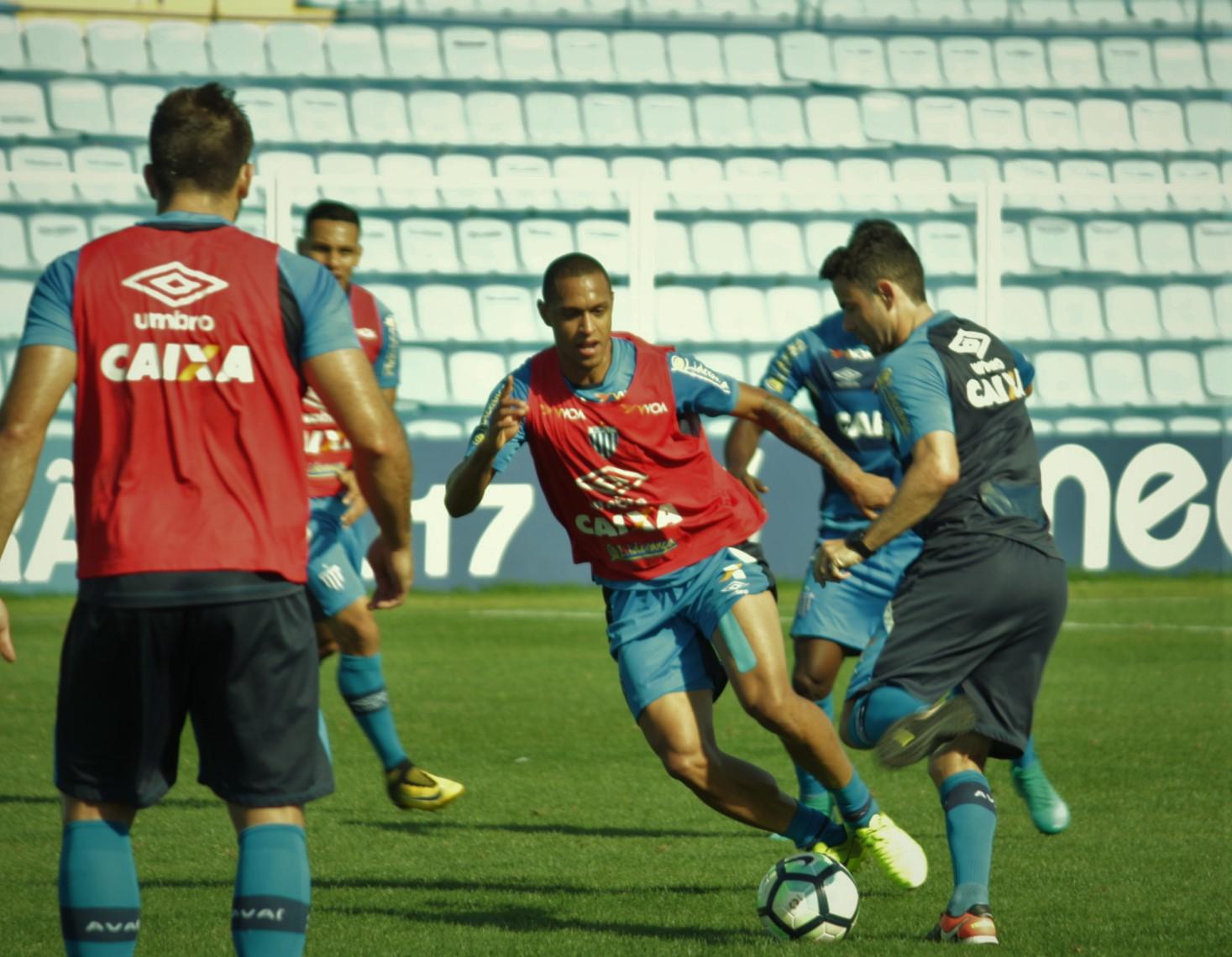 Sem tempo para descanso, elenco avaiano se prepara para enfrentar o Corinthians