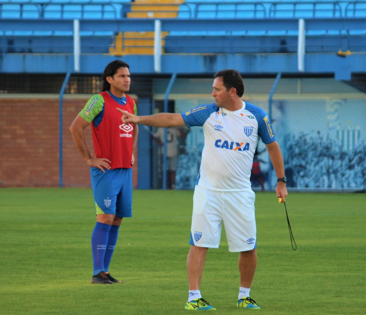 Evando comanda o Avaí contra o Brasil de Pelotas e Geninho observa o treino