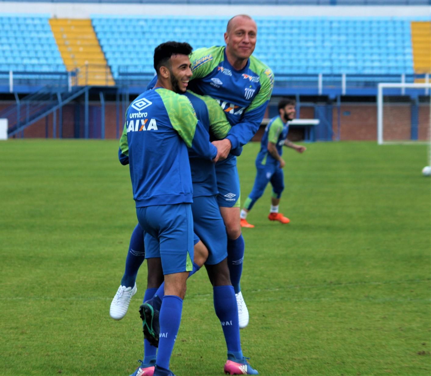 Avaí finaliza preparação para enfrentar Atlético-GO nesta terça-feira