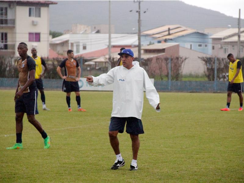 Silas comanda primeiro treino após retorno ao Avaí