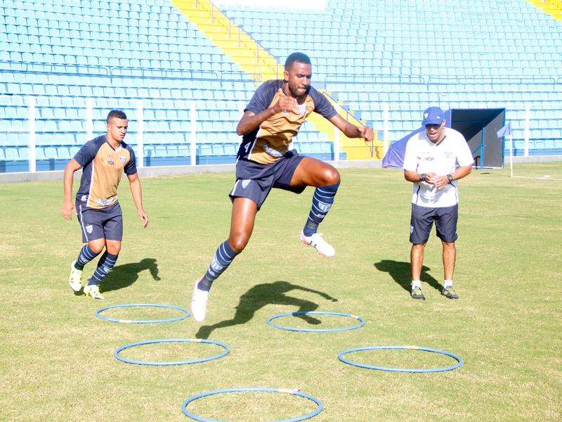 Avaí treina e Gabriel é convocado para Seleção