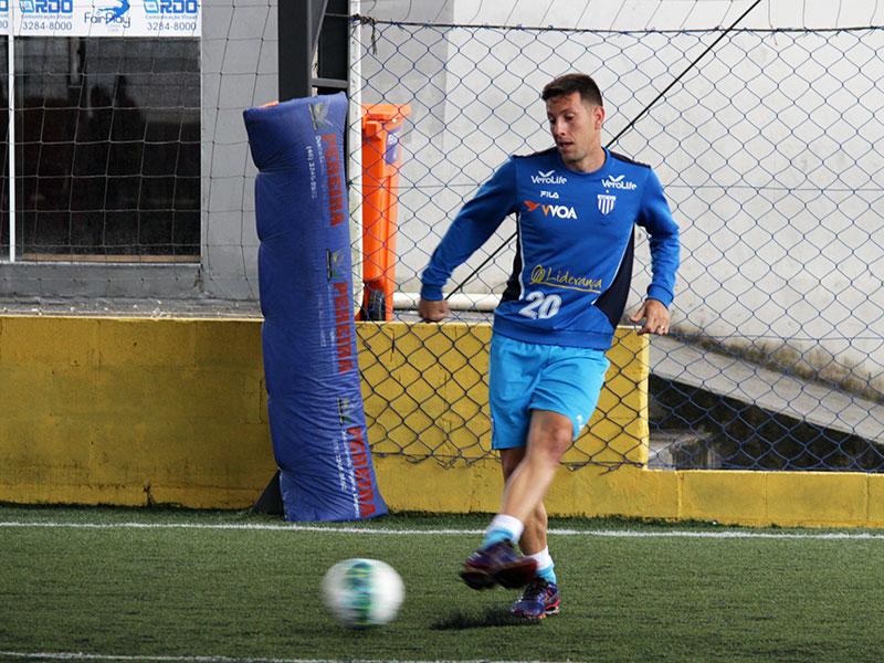 Avaí finaliza os treinamentos em Floripa e viaja para o Rio